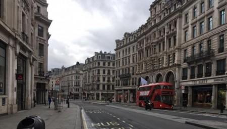 بريطانيا تشجع الشركات للعودة إلى العمل مع استعدادها لتخفيف العزل في منتصف مايو