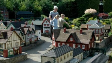 بيكون سكوت.. القرية التي تقدم لك إنجلترا في مجسمات (فيديو عرب لندن)