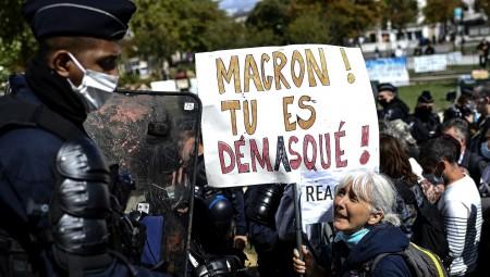 باريس.. تظاهر مئات من معارضي وضع الكمامات