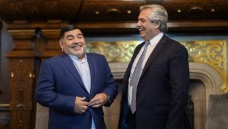 رئيس الأرجنتين يطالب ميسي بالعودة إلى ناديه القديم