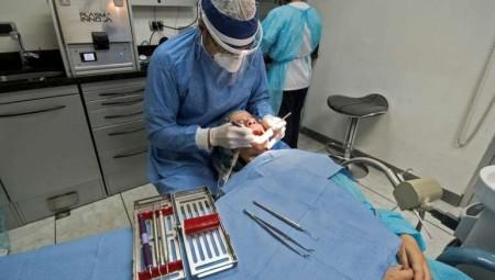 السجن 12 عاما لطبيب أسنان أميركي أجرى عملية على لوح هوفربورد