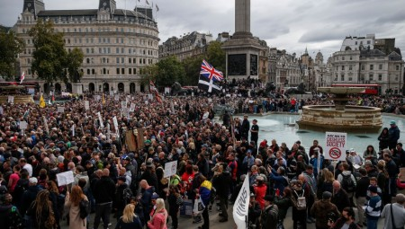 لندن.. الآلاف يحتجون ضد قيود كورونا.. والشرطة تحذر من العنف