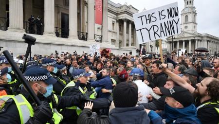 لندن.. صدامات واعتقالات خلال التظاهرة المناهضة للعزل