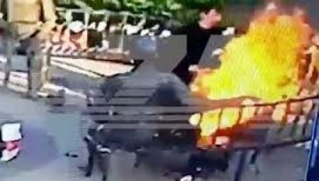 صحافية روسية تشعل النار في نفسها أمام مبنى لوزارة الداخلية