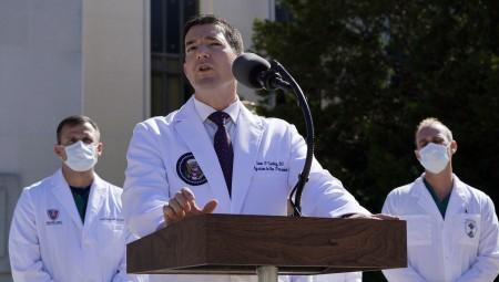 عاجل.. أطباء: بعض العلاجات التي تلقاها الرئيس الأميركي لا تزال قيد الاختبار