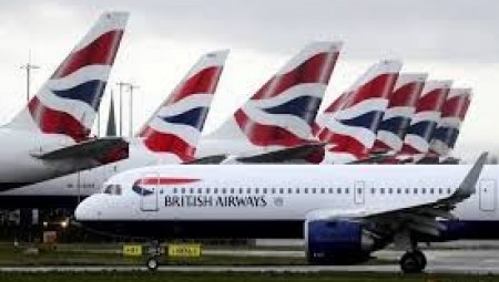 طيار يزور مؤهلاته للحصول على وظيفة في شركة الخطوط الجوية البريطانية