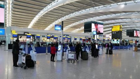 بريطانيا تفرض اختبار فيروس كورونا على المسافرين إلى هذه البلدان