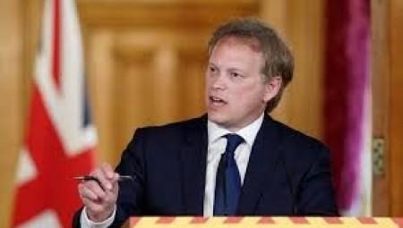 وزير النقل يعلن عن خيار تقليص فترة العزل الذاتي للقادمين إلى إنجلترا وهذا هو الشرط