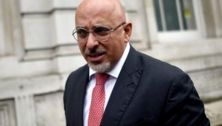 جونسون يعين وزيرا من أصول عراقية لشؤون لقاح كوفيد-19