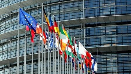 نيويورك تايمز: الاتحاد الأوروبي قد يمنع دخول الأمريكيين بسبب كورونا