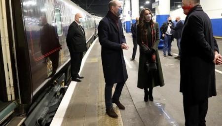 وسط جائحة كورونا الأمير وليام يقوم بجولة بالقطار