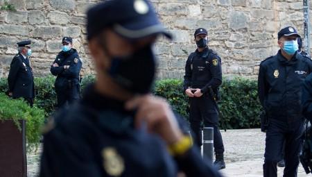 الشرطة الإسبانية تفكك خلية يشتبه بأنها تمول تنظيم القاعدة