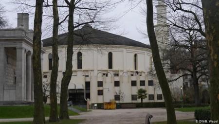 مسجد في بلجيكا يشترط على المصلين دفع مبلغ مالي مقابل أداء الصلاة خلال شهر رمضان