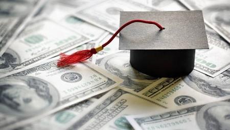 فوائد القروض التعليمية للطلاب الجامعيين تشهد انخفاضا اعتبارا من سبتمبر القادم