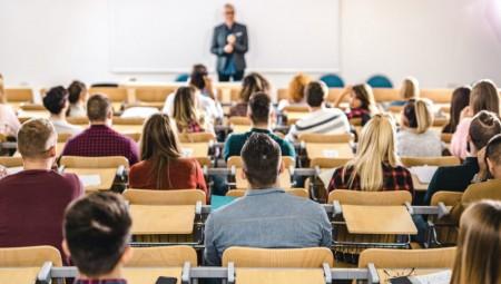 درجات إضافية مقابل الجنس.. هذا ما حدث في إحدى الجامعات البريطانية