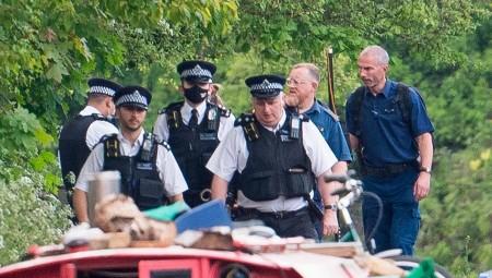 الشرطة البريطانية تفتح تحقيقا بعد العثور على جثة رضيع في قناة مياه بلندن