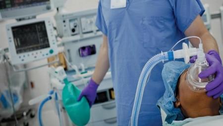 مئات الأطباء الذين واجهوا كورونا يواجهون اليوم فقد امتيازاتهم ووظائفهم