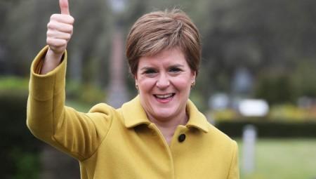 اسكتلندا تعتمد قائمة إنجلترا الخاصة بتصنيف الدول وتسمح بالسفر اعتبارا من 17 مايو