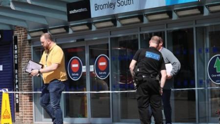 موظف في محطة بروملي ساوث يتعرض لحادثة اعتداء والشرطة تعتقل مراهقا