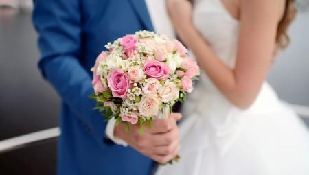 بريطانيا.. وعود حكومية برفع السن القانوني للزواج إلى 18 عامًا