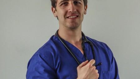 أطباء عرب في لندن: آدم البطاينة.. طبيب باطني حاصل على ماجستير في الطب الجيني