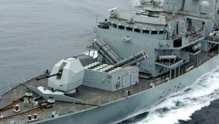 كوفيد-19 يتفشى بين طاقم سفينة تابعة للبحرية الملكية وسط المحيط الهندي