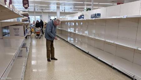 ذعر يصيب البريطانيين من نقص الغذاء بعد مشاهد أرفف المتاجر الخالية