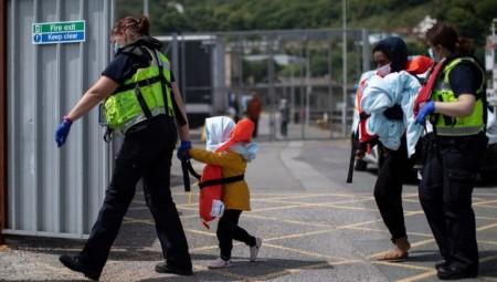 أعضاء البرلمان البريطاني: المهاجرون محتجزون في ظروف مروعة وغير مناسبة