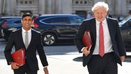 بريطانيا..ريشي سوناك يدعو جونسون لتخفيف قيود السفر حفاظاً على الاقتصاد