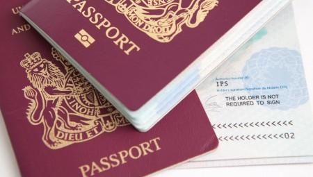 فخ المهلة الإضافية لتجديد الجوازات.. يفقد سيدة بريطانية رحلة العمر لانتهاء صلاحية جوازها