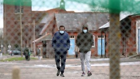 تفشي كورونا بين اللاجئين في الثكنات العسكرية.. وحقوقيون غاضبون من استهتار الحكومة البريطانية