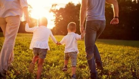 7 أخطاء يرتكبها الآباء بحق أطفالهم دون علمهم