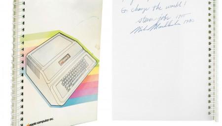 يحمل توقيع ستيف جوبز ورسالة منه: بيع دليل مستخدم لجهاز Apple II ب 800 ألف دولار