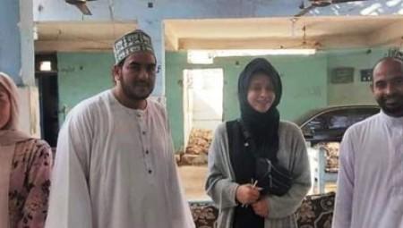 إنجليزيتان تعتنقان الإسلام.. والفضل يعود لمحمد صلاح