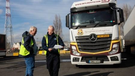 بريطانيا.. مخاوف من زيادة أسعار المواد الغذائية بسبب نقص سائقي الشاحنات