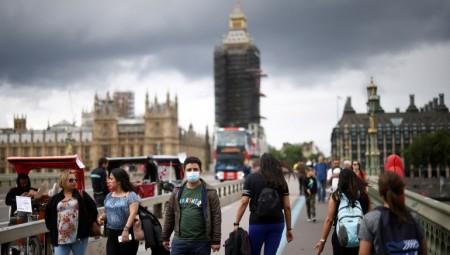 الحكومة البريطانية تنفي شائعات إغلاق البلاد في أكتوبر بسبب ارتفاع حالات كورونا