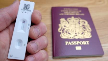 أسعار اختبار التدفق الجانبي الخاص بالمسافرين ابتداء من جنيه إسترليني واحد على موقع الحكومة