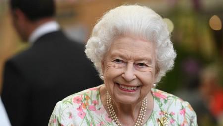 الملكة إليزابيث: مازلت أشعر أنني شابة وأرفض أن أمنح لقب عجوز العام