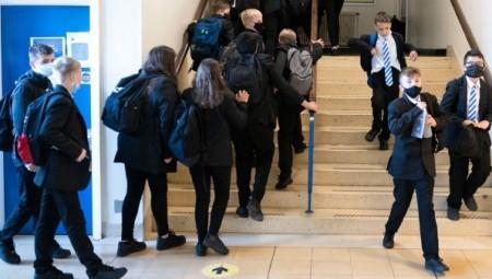 بريطانيا.. يواجه أكثر من مليون طفل في المدارس قيودًا أكثر صرامة بشأن كورونا