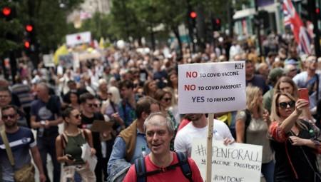 الآلاف يتظاهرون في لندن احتجاجا على قيود كوفيد
