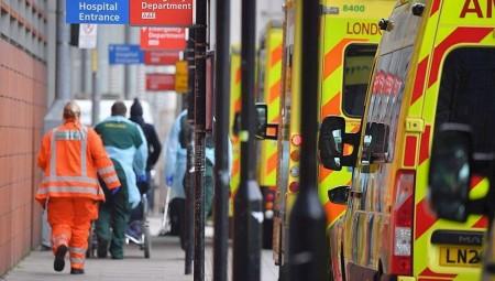 بريطانيا.. أكثر من 54 ألف حالة إصابة بكورونا يوميا
