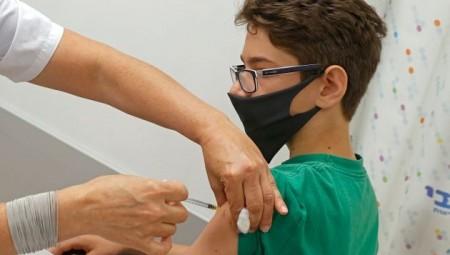 بريطانيا تبدأ تطعيم المراهقين بين 16 و17 عاما