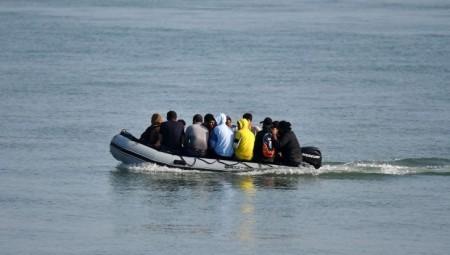 إنقاذ مهاجرين كانوا يحاولون العبور من فرنسا نحو بريطانيا