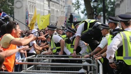 لندن.. إصابات واعتقالات بسبب لقاح كورونا