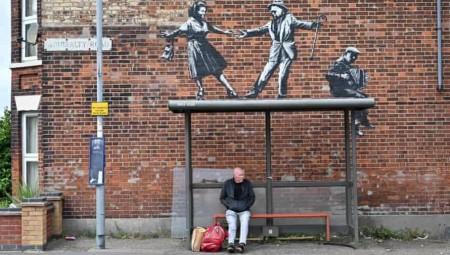 بانكسي يؤكد أنه صاحب سلسلة من الأعمال الحديثة في إنكلترا