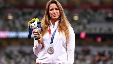 رياضية بولندية تعرض ميداليتها الأولمبية بالمزاد لتمويل علاج رضيع