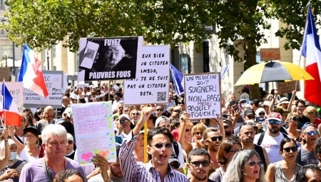 فرنسا .. الآلاف يتظاهرون للأسبوع السادس ضد الشهادة الصحية