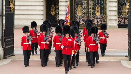 مراسم تبديل الحرس تعود إلى قصر باكينغهام بعد توقفها بسبب الوباء