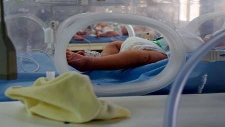 إسبانية تطالب بتعويض 3 ملايين يورو بسبب تبديلها بطفلة أخرى بعيد الولادة