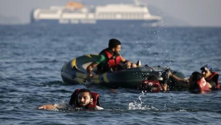بريطانيا .. عبور أكثر من 1000 مهاجر غير شرعي من فرنسا خلال يومين
